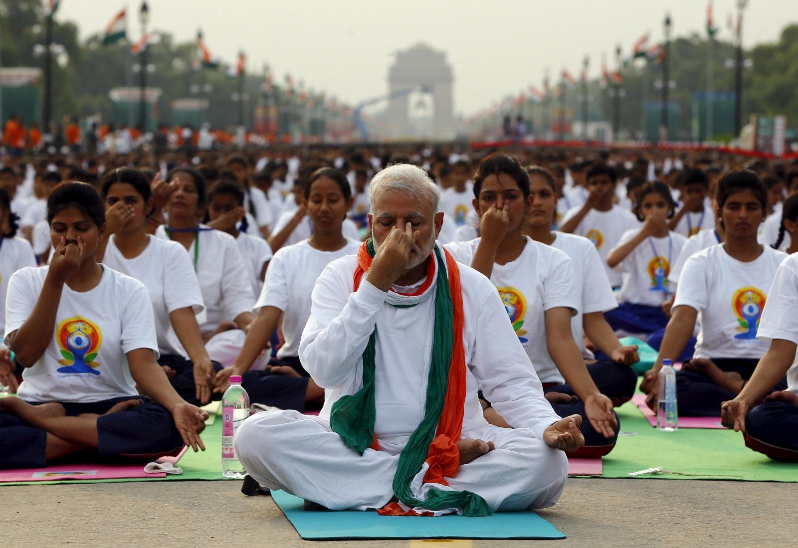 world-yoga-day-india-celebrates